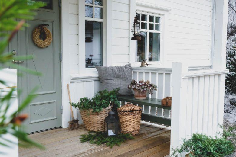 4 enkla tips: Så gör du julfint på trappan och uteplatsen! - Bygga hus i Göteborg.